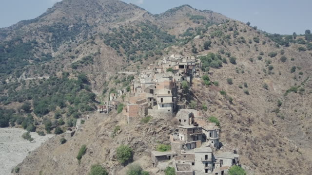 drone over ghost town of roghudi vecchia, calabria, italy 15 - in rovina video stock e b–roll