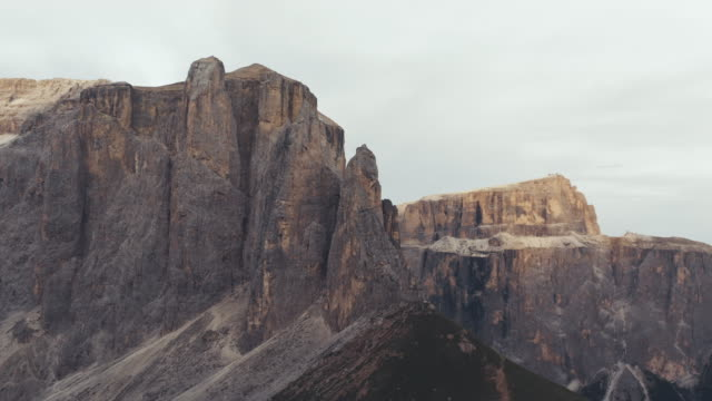 drone over the majestic mountains of dolomites, european alps of italy - panoramica video stock e b–roll