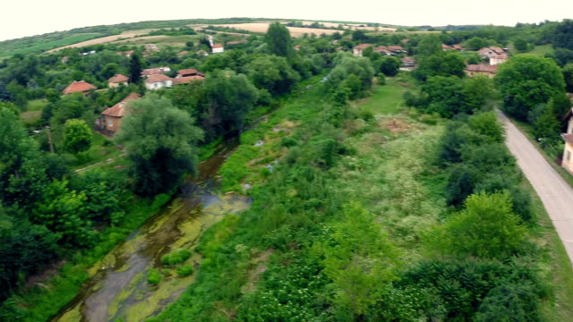 drone über dorf und fluss - stock video - seegras material stock-videos und b-roll-filmmaterial