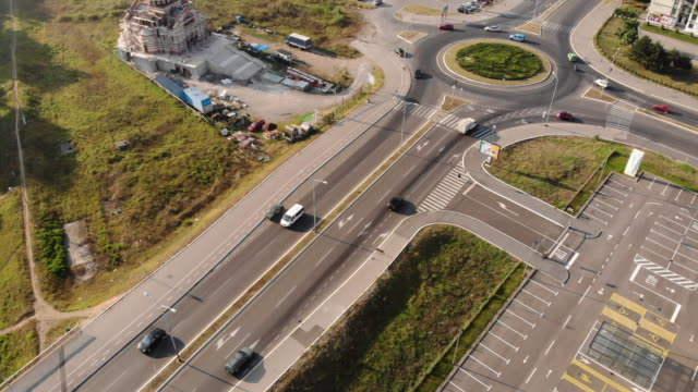 drone point of busy road an roundabout - traffic circle stock videos & royalty-free footage