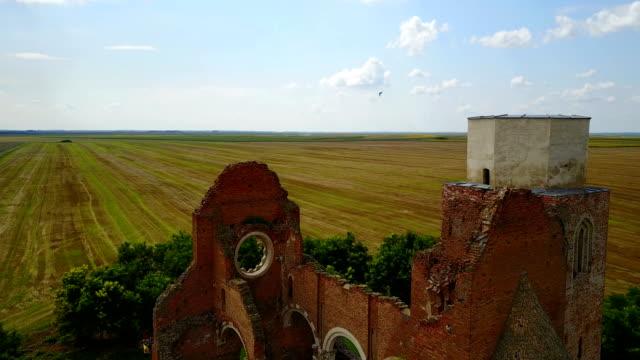 ドローンの視点 - 旧大聖堂の遺跡 - 丸屋根点の映像素材/bロール