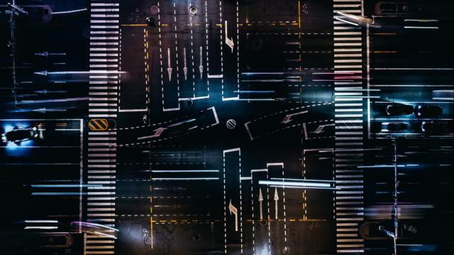 t/l drone point view der city street crossing in der nacht - peking stock-videos und b-roll-filmmaterial