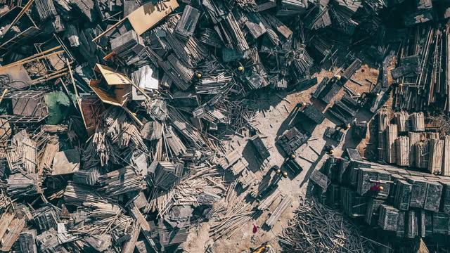 stockvideo's en b-roll-footage met t/l drone point view van bouwplaats en bouwafval - messy