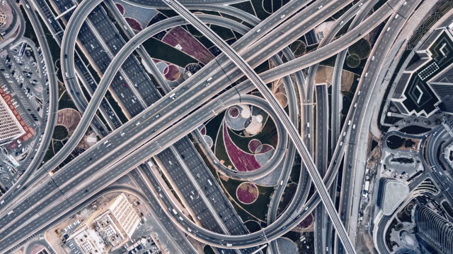 t/l drone point view of road intersection / dubai, vae - road junction stock-videos und b-roll-filmmaterial