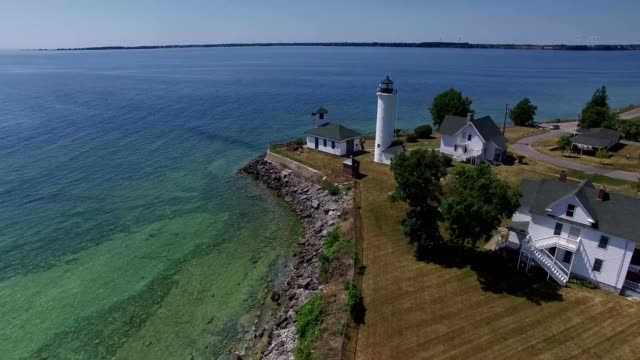 stockvideo's en b-roll-footage met a drone rises near tibbets point lighthouse on cape vincent new york - ontariomeer