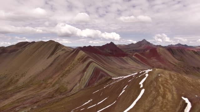 drone sacred valley - cusco - peru - arcobaleno video stock e b–roll