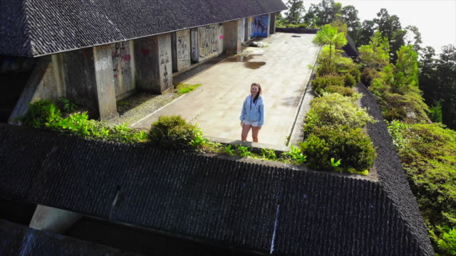 vidéos et rushes de drone selfie from abandoned famous hotel in the island of azores. - terrasse