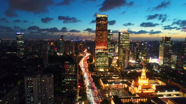 vídeos y material grabado en eventos de stock de drone de tiro: 4k vista del skyline de shanghai cdb en la noche. - diez segundos o más