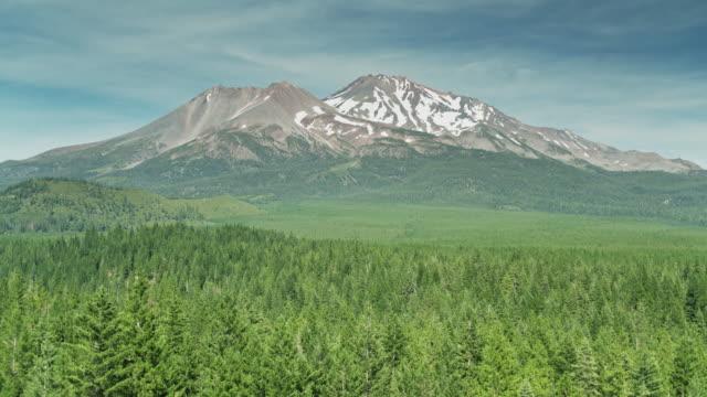 drone shot approaching mount shasta, california - californian sierra nevada stock videos & royalty-free footage
