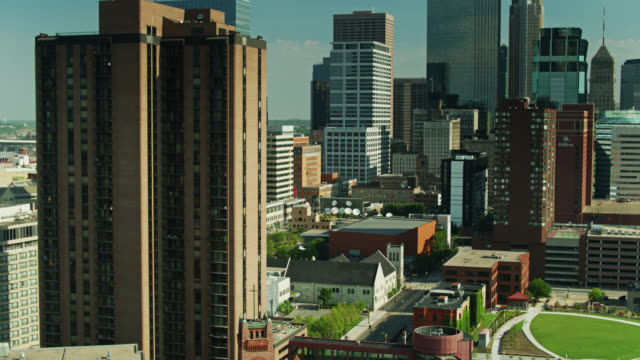 drone shot between nicollet mall and marquette ave in minneapolis - minnesota stock videos & royalty-free footage