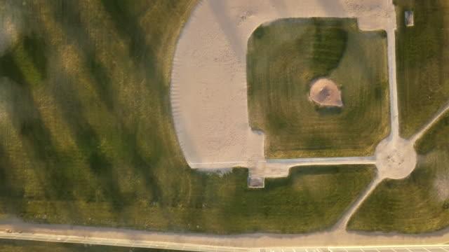 drone schuss leer baseballfeld - baseballfeld stock-videos und b-roll-filmmaterial