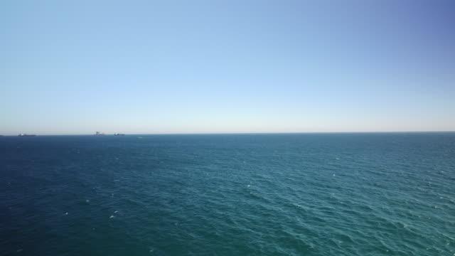 vídeos de stock e filmes b-roll de drone shot flying across the alboran sea near gibraltar. - horizonte
