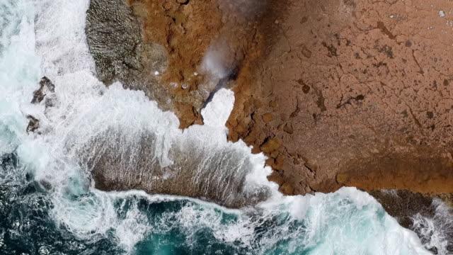 drone shot looking down on coastal blowholes, carnarvon, western australia, australia - blåshål djurkroppsdel bildbanksvideor och videomaterial från bakom kulisserna