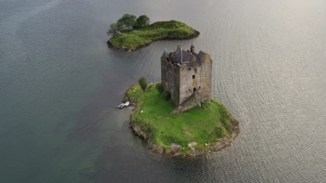drone shot moving down and showing castle stalker, scottish highlands, united kingdom - power in nature stock videos & royalty-free footage