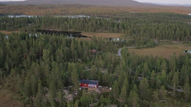 drone shot of a cabin in the norwegian woods - cottage stock videos & royalty-free footage