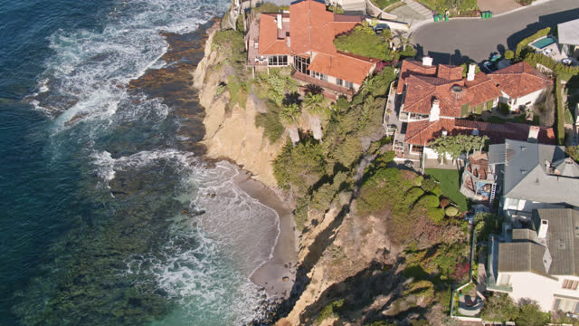 drone shot of clifftop houses and brilliant blue waters - laguna beach california stock videos & royalty-free footage