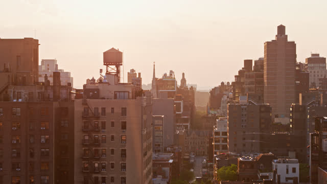 stockvideo's en b-roll-footage met drone shot of east side of manhattan at sunset - sunny