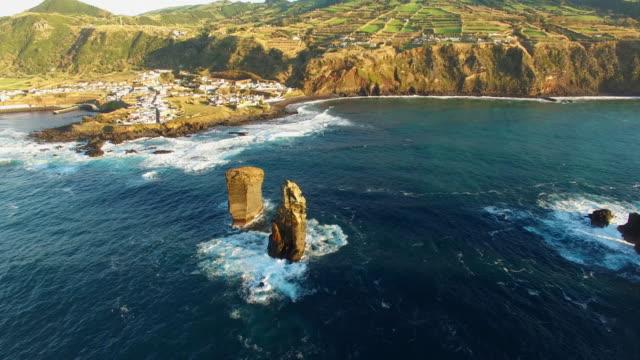 イリェウス dos mosteiros のドローン ショット - アゾレス諸島点の映像素材/bロール