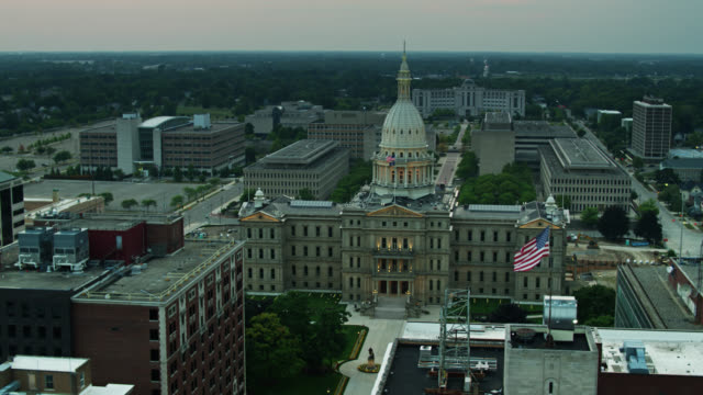 drone shot of michigan state capitol building revealing black lives matter graffiti - lansing stock videos & royalty-free footage