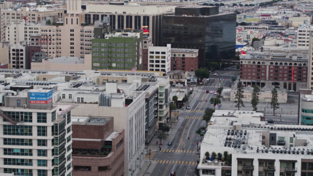drone shot of relative quiet on olympic blvd in los angeles during 2020 covid-19 lockdown - sudden acute respiratory syndrome stock videos & royalty-free footage