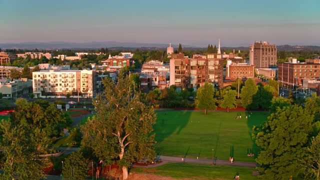 drone shot of riverfront city park in salem, oregon at sunset - oregon us state stock videos & royalty-free footage