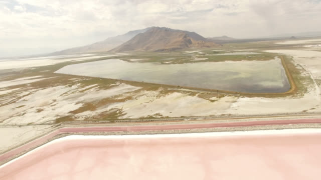 drone shot of scenic bonneville salt flats against mountains - bonneville salt flats stock videos & royalty-free footage