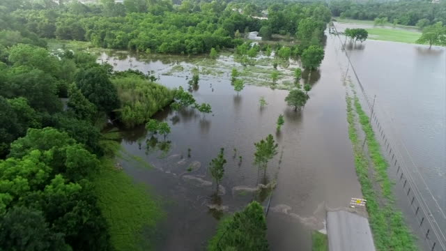 drone shot of severe flooding in sand springs oklahoma - environment or natural disaster or climate change or earthquake or hurricane or extreme weather or oil spill or volcano or tornado or flooding stock-videos und b-roll-filmmaterial