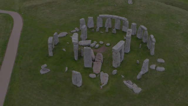 drone shot of stonehenge starting out on the ground and ending with a birdõseye view of the site on august 29 2018 in wiltshire england - aerial or drone pov or scenics or nature or cityscape stock videos & royalty-free footage
