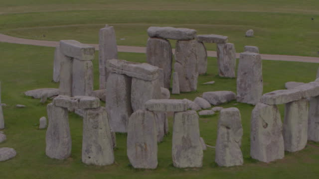drone shot of stonehenge with the camera moving towards the center of the site on august 29 2018 in wiltshire england - aerial or drone pov or scenics or nature or cityscape stock videos & royalty-free footage
