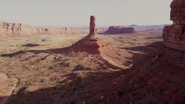 ユタ州の神々 の谷の雄大な岩のドローン ショット - ユタ州点の映像素材/bロール