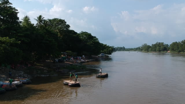 drone shots from the suchiate river dividing mexico from guatemala crossed illegally every day ciudad hidalgo chiapas mexico on tuesday june 18 2019 - chiapas bildbanksvideor och videomaterial från bakom kulisserna