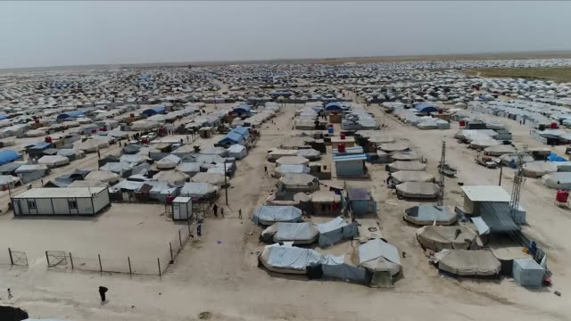 drone shots of al hol refugee camp in syria - flüchtling stock-videos und b-roll-filmmaterial