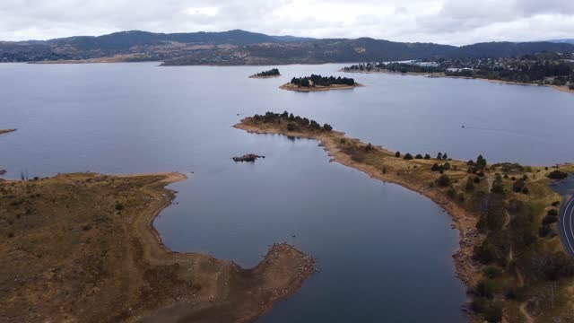 drone shots of lake jindabyne mid morning - mid wales stock videos & royalty-free footage