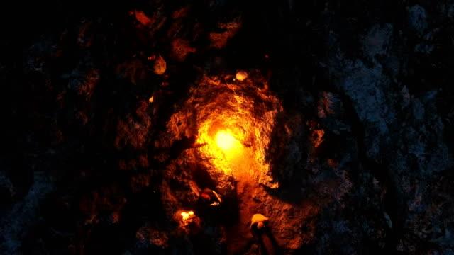 drohnenschießen auf den berg chimera-ewige flammen-griechische mythologie-yanartaş/türkei - mythologie stock-videos und b-roll-filmmaterial