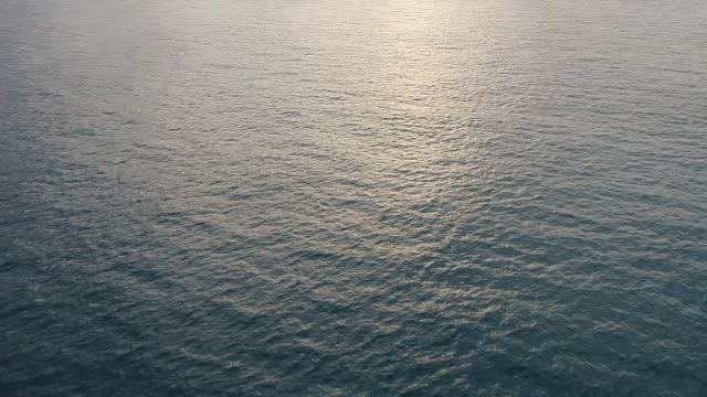 vídeos de stock, filmes e b-roll de drone shots of seychelles island and sun reflecting of surface of ocean people swimming and fishing in ocean close to beach on 6th february 2018 in... - oceano índico