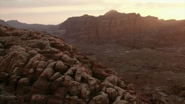 vidéos et rushes de drone shots showing landscape, petra, jordan - canyon