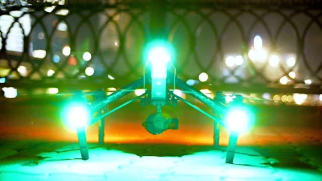 Drone opstijgt in de nacht