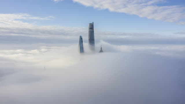 vidéos et rushes de 4k drone timelapse footage : shanghai financial district in fog - 30 secondes et plus