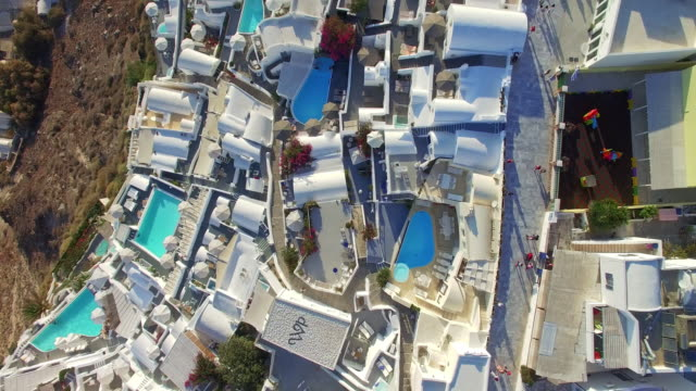 stockvideo's en b-roll-footage met drone video of oia town, santorini, greece - oia santorini