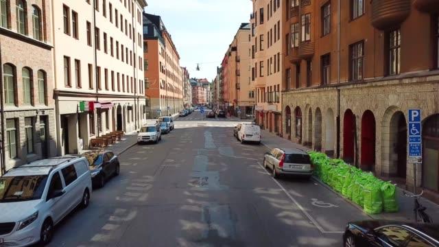 stockvideo's en b-roll-footage met drone video van street view in stockholm - stockholm