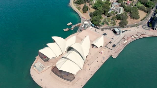 drone video of sydney opera house - オペラ座点の映像素材/bロール