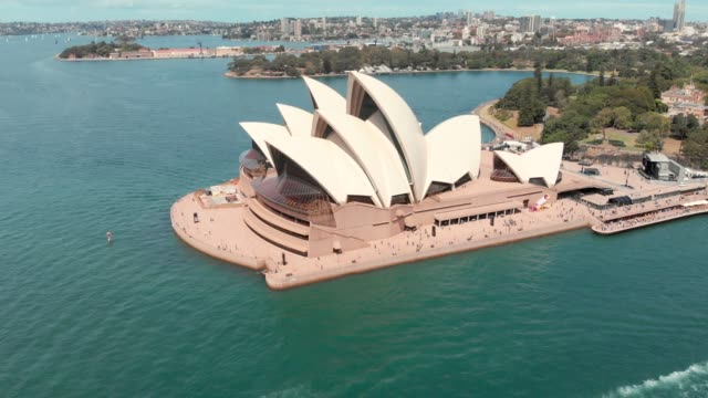 vídeos de stock, filmes e b-roll de drone video of sydney opera house - sydney australia