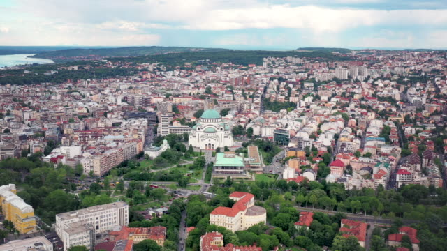 vídeos de stock, filmes e b-roll de drone video of the cityscape of belgrade, serbia - sérvia