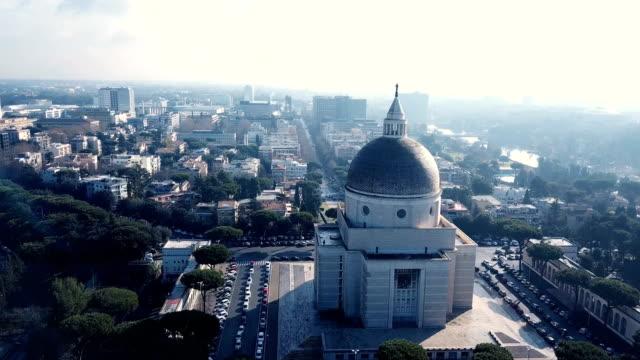 stockvideo's en b-roll-footage met 4k drone video van de santi pietro e paolo een via ostiense, is één van de titulair kerken in rome, waaraan kardinaal-priesters worden benoemd - west europa