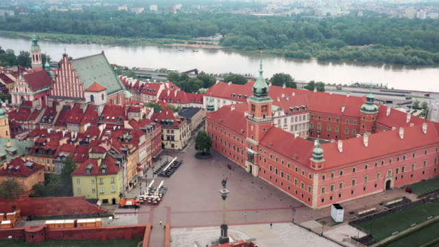 stockvideo's en b-roll-footage met drone video of the warsaw old town - oude stad