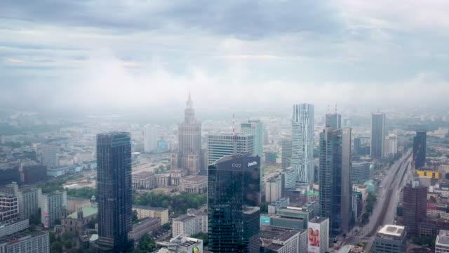 vidéos et rushes de drone video of warsaw city in the cloud - varsovie