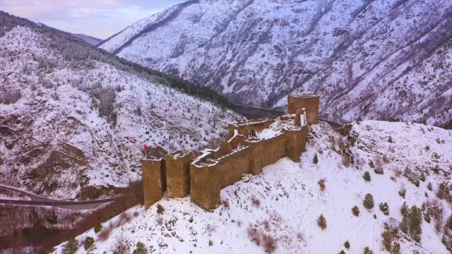 drone view at old fortress maglic during winter time - winter点の映像素材/bロール