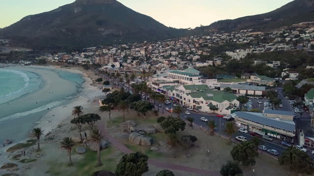 stockvideo's en b-roll-footage met drone view of a cape town - table top view