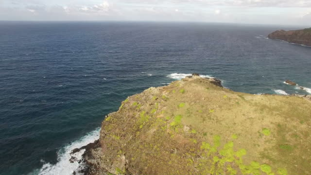 drone view of egde of maui island - butte rocky outcrop stock videos & royalty-free footage