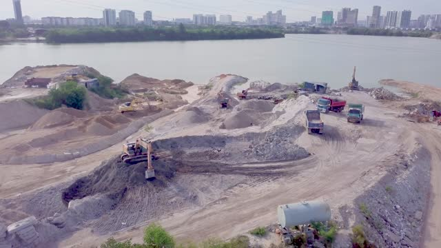 drone view of excavator working on construction site - digging点の映像素材/bロール
